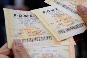 Road worker wins 1 million pound lottery, returns to work next day