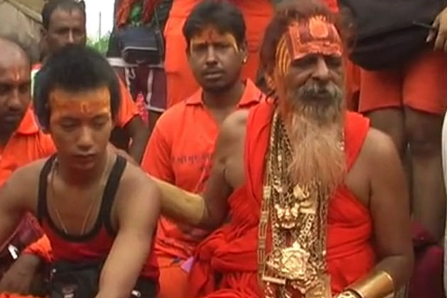 Golden Baba who wears jewellery worth Rs 4 crore turns heads during kanwar yatra