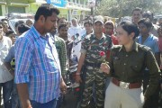 Why this lady SP is handing roses to people on the road?