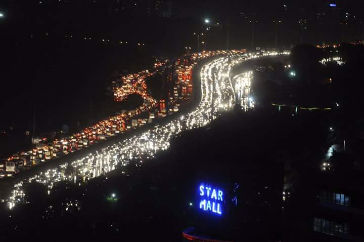 Thousands stranded in 12-hour jam as rain lashes Gurugram