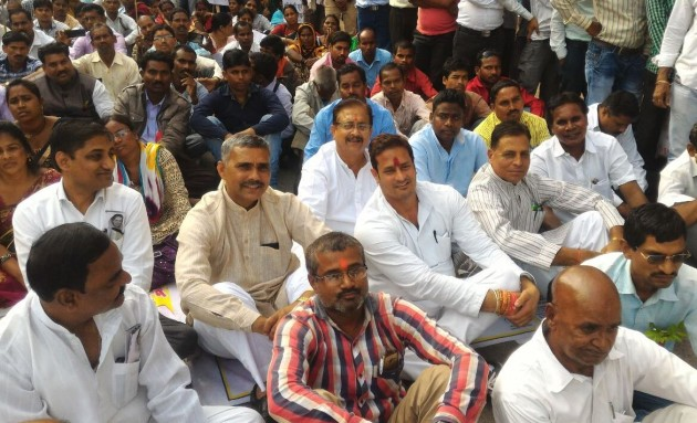 Congress President Bhupesh Baghel along with other party leaders were arrested and were taken to Saraswati Nagar police station.