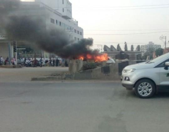Some Congress members set ablaze few of vehicles during 'Jail Bharao Andolan' at Mahasamund.