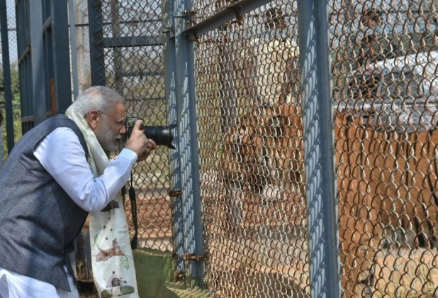 The PM's images made headlines across the country, and were shared a lot of social networks.